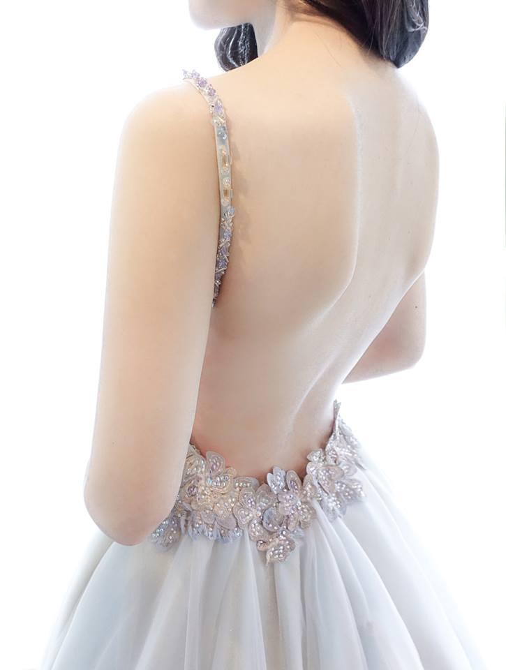 特色冰霧藍露背禮服 - 愛情蔓延精緻婚紗 - 台中婚紗 | 禮服出租 | 婚紗推薦