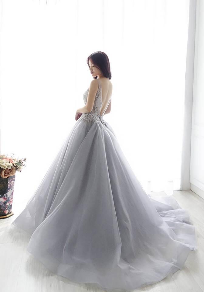 浪漫花朵透膚霧灰禮服- 愛情蔓延精緻婚紗 - 台中婚紗 | 禮服出租 | 婚紗推薦