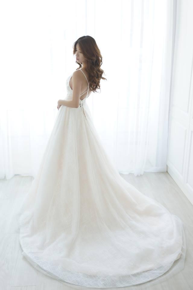 性感細肩深V白紗 - 愛情蔓延精緻婚紗 - 台中婚紗 | 禮服出租 | 婚紗推薦