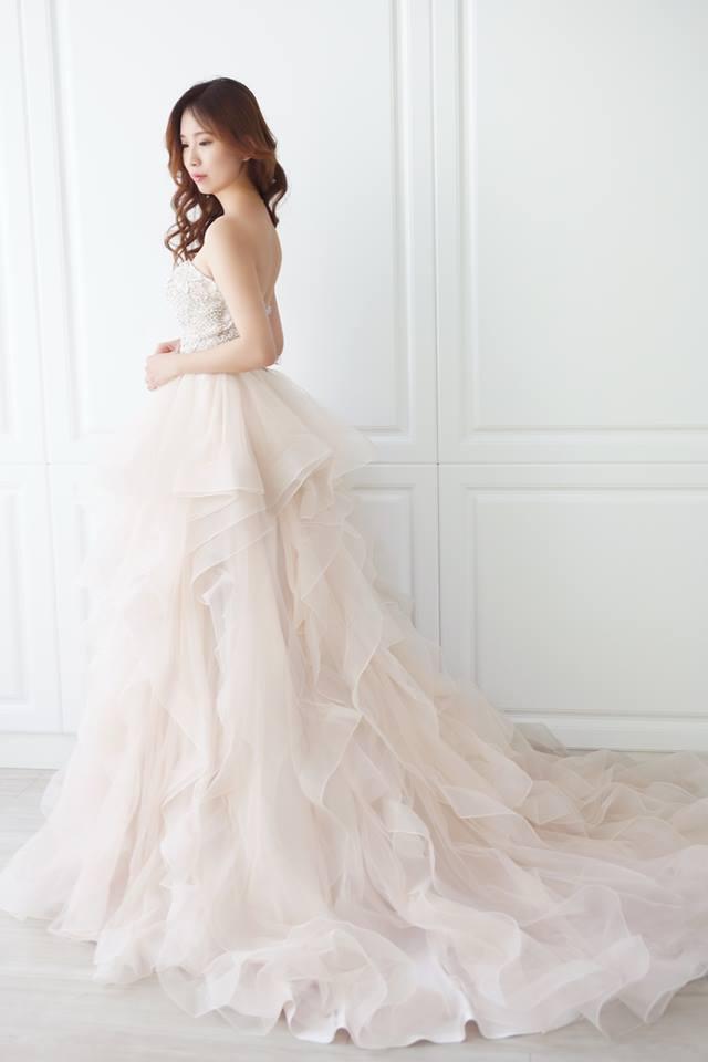 夢幻香檳層次類白紗- 愛情蔓延精緻婚紗 - 台中婚紗 | 禮服出租 | 婚紗推薦