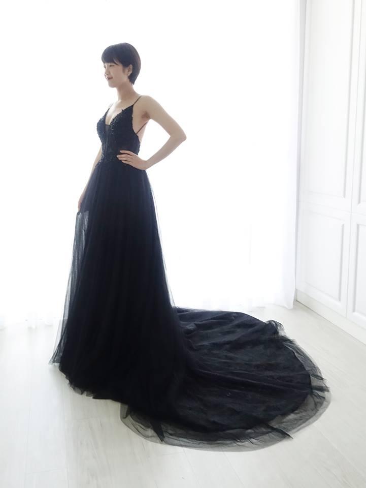 個性細肩帶深V黑禮服 - 愛情蔓延精緻婚紗 - 台中婚紗 | 禮服出租 | 婚紗推薦