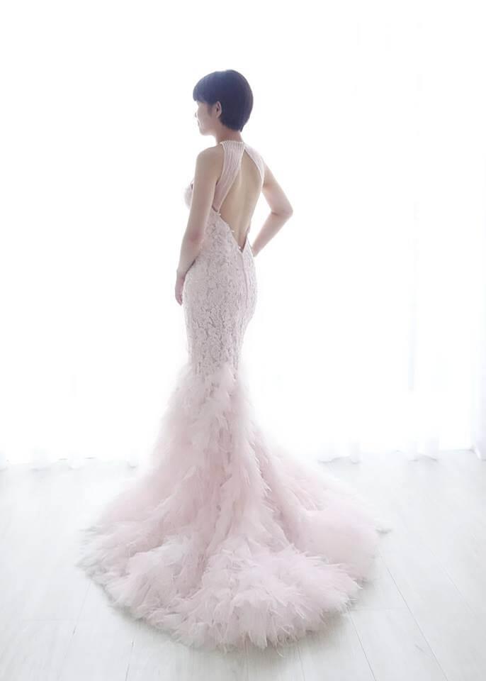 櫻之粉羽毛削肩禮服 魚尾款 - 愛情蔓延精緻婚紗 - 台中婚紗 | 禮服出租 | 婚紗推薦