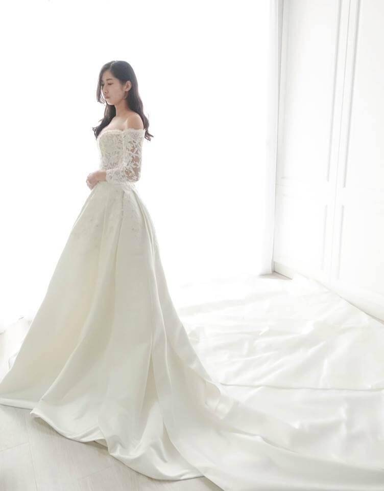 典雅緞面卡肩袖白紗 - 愛情蔓延精緻婚紗 - 台中婚紗 | 禮服出租 | 婚紗推薦
