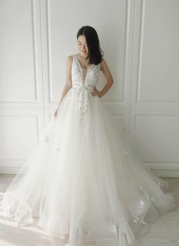 白金刺繡深V - 愛情蔓延精緻婚紗 - 台中婚紗 | 禮服出租 | 婚紗推薦