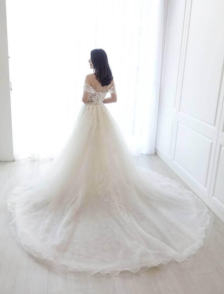 羽毛圖紋細帶卡肩白紗 - 愛情蔓延精緻婚紗 - 台中婚紗 | 禮服出租 | 婚紗推薦