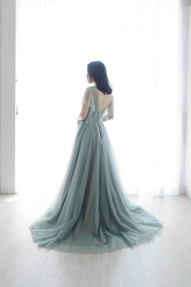優雅水袖煙灰綠 - 台中婚紗 | 禮服出租 | 婚紗推薦