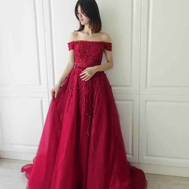 氣質卡肩繡花紅 - 台中婚紗 | 禮服出租 | 婚紗推薦