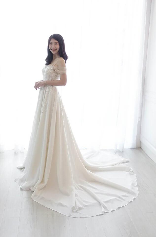 繡花雪紡細帶卡肩白紗 - 台中婚紗 | 禮服出租 | 婚紗推薦
