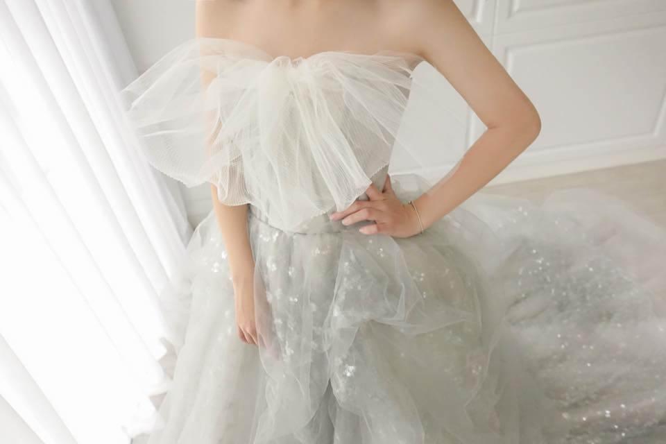 特色大蝴蝶結霧灰禮服 - 台中婚紗 | 禮服出租 | 婚紗推薦