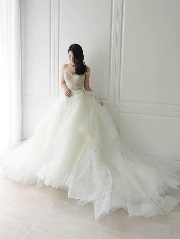 Casablanca 品牌卡肩層次白紗 - 台中婚紗 | 禮服出租 | 婚紗推薦
